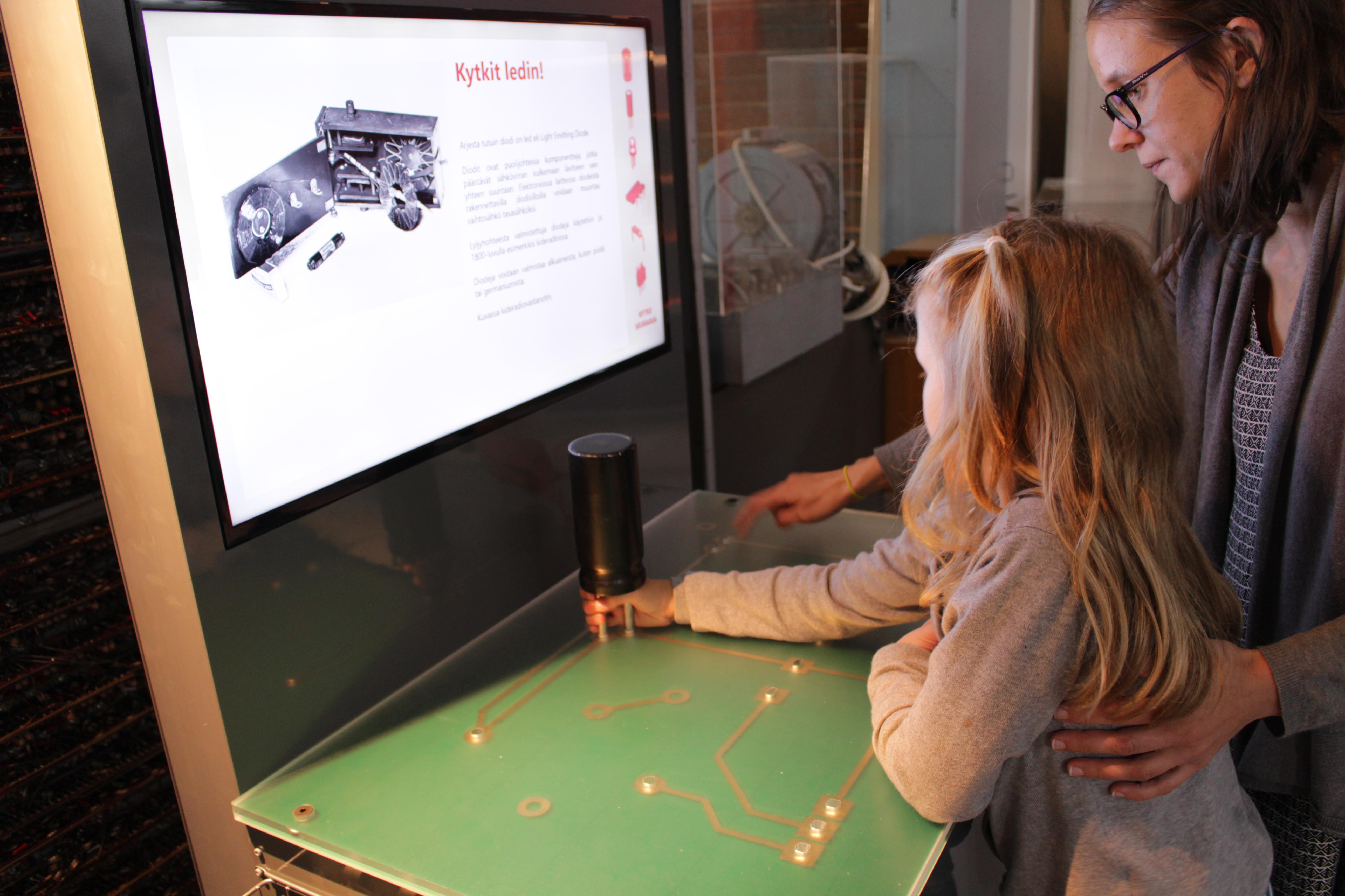 Saisiko olla lasillinen tekniikkaa? Tekniikan museo 50 vuotta