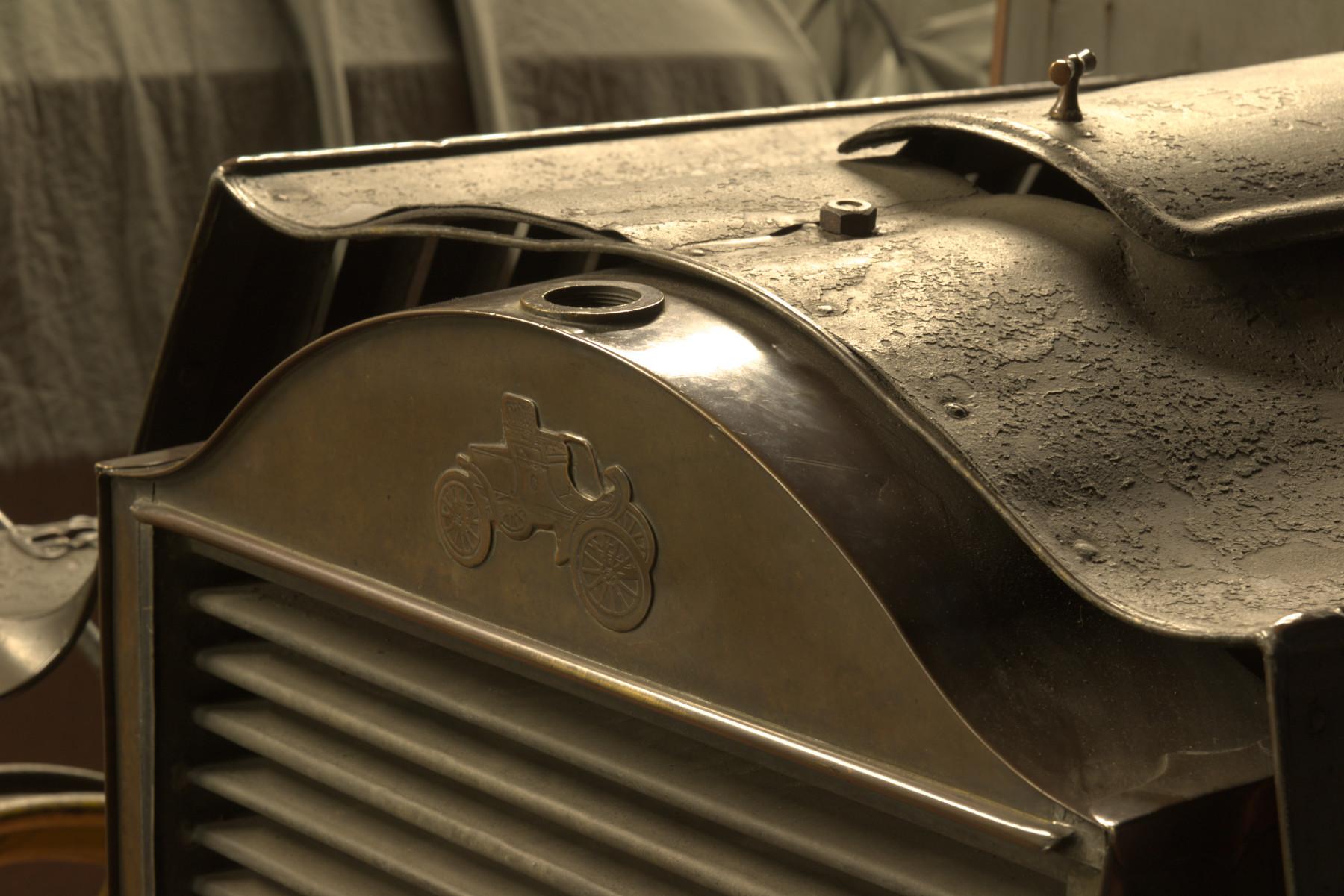 Oldsmobile Touring Runabout: auto, jossa on konepelti kauneussyistä