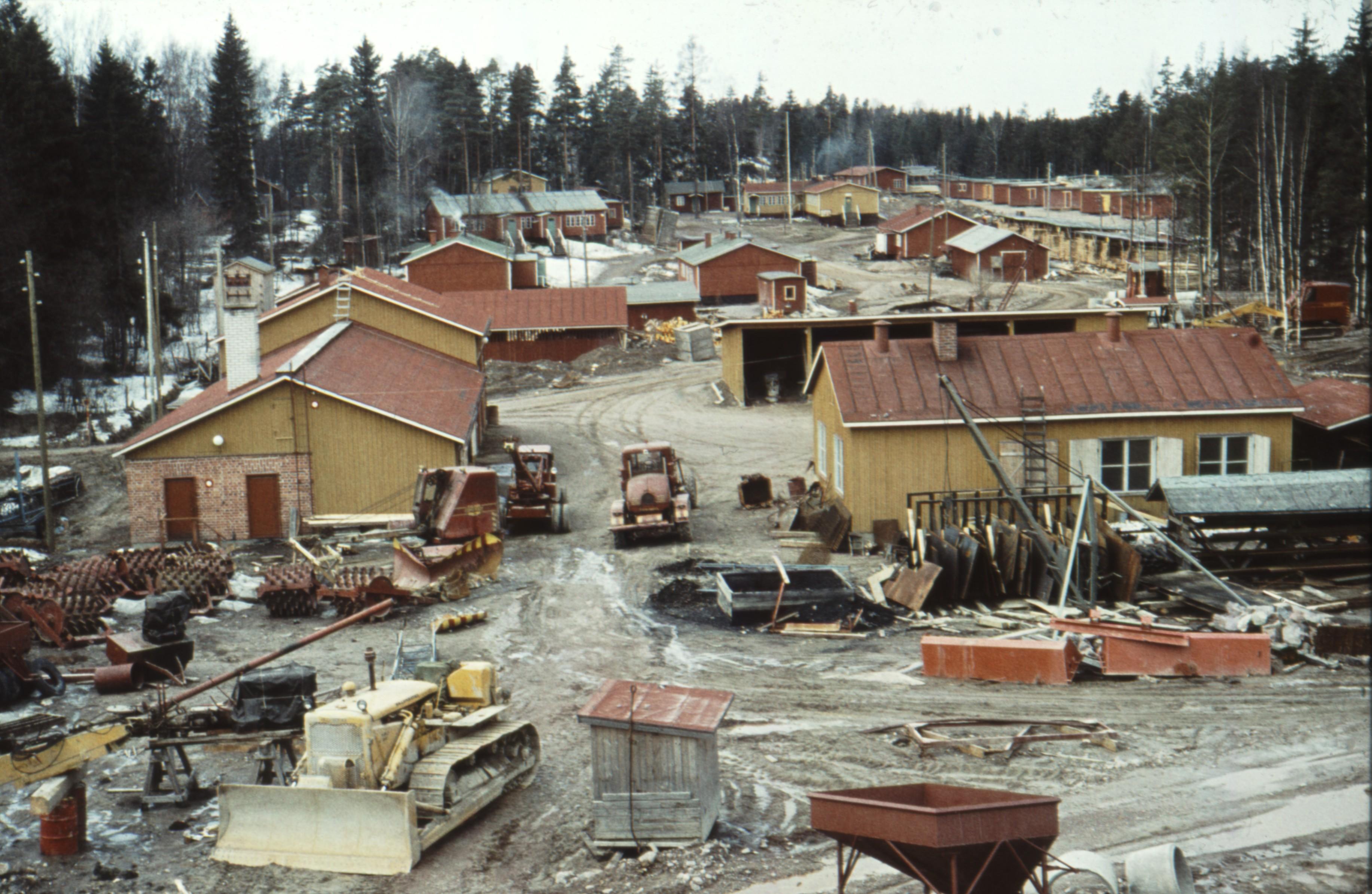 Vierailulla Mobilian parakkikylässä: Taukomuna