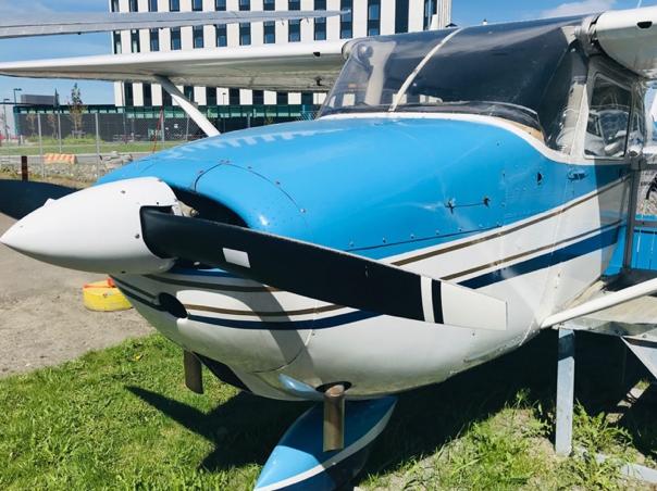 Cessna 172 OH-COO -lentokoneella on viikset.