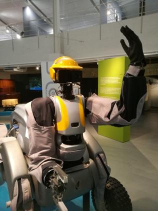 Workpartner-palvelurobotti palvelee Tekniikan museossa.