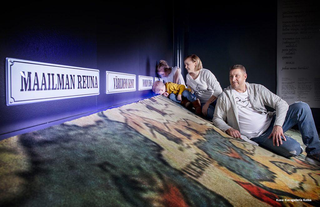 Merimonsterit-näyttelystä Merikeskus Vellamosta löytyy maailman reuna. Uskallatko kurkata sinne? Kuva: Heidi Noponen / Kuvagalleria Kotka. Merikeskus Vellamo