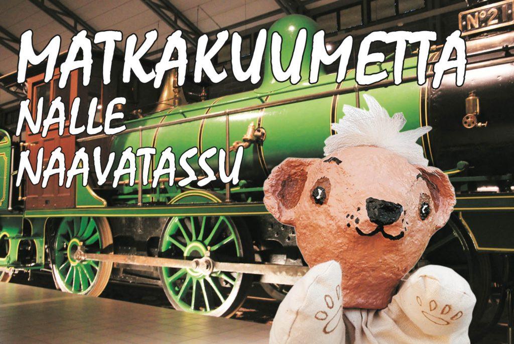 Nalle Naavatassu -hahmo hymyilee veikeästi vihreän junanvaunun edessä.